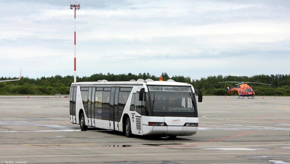 Брянский аэропорт купил два перронных автобуса за 257000 рублей