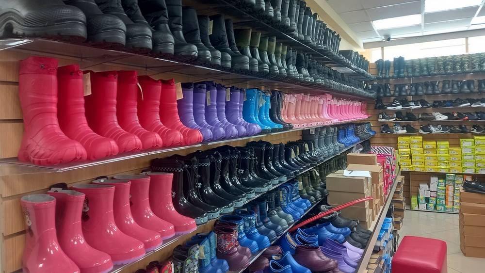 В Брянске в магазине таможня обнаружила 2806 пар нелегальной обуви из Китая