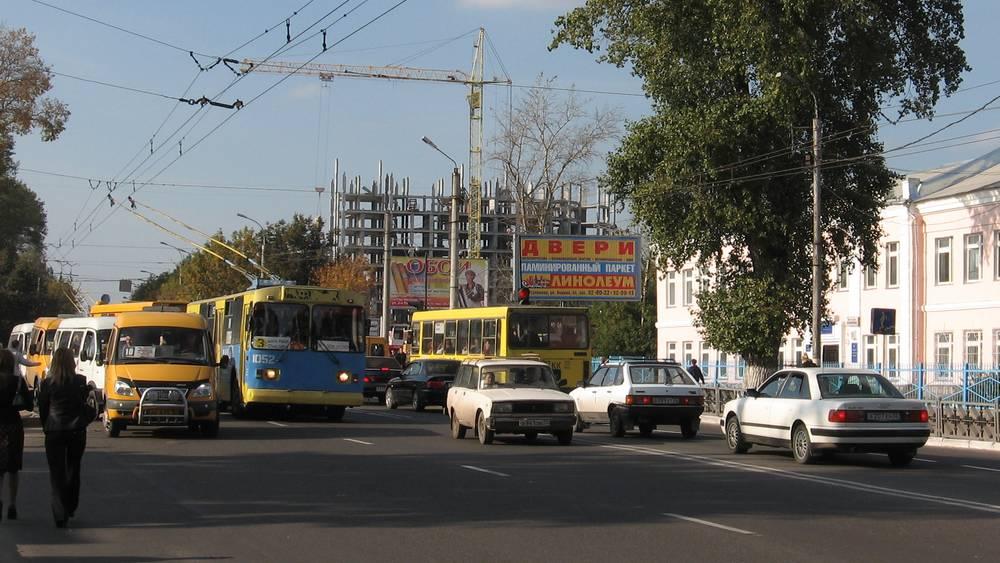 Огромные торговые сараи и коробки убили зеленый Брянск