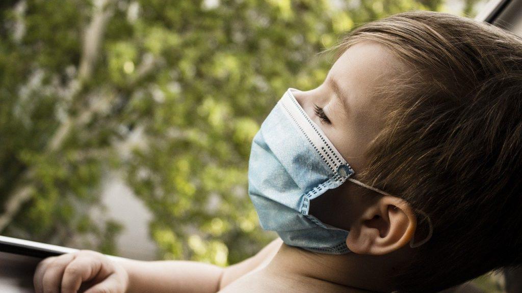 В Брянске возросла заболеваемость коронавирусом среди детей и перевозчиков