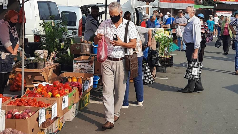 В Брянске возле «Линии-1» прошла овощная ярмарка выходного дня