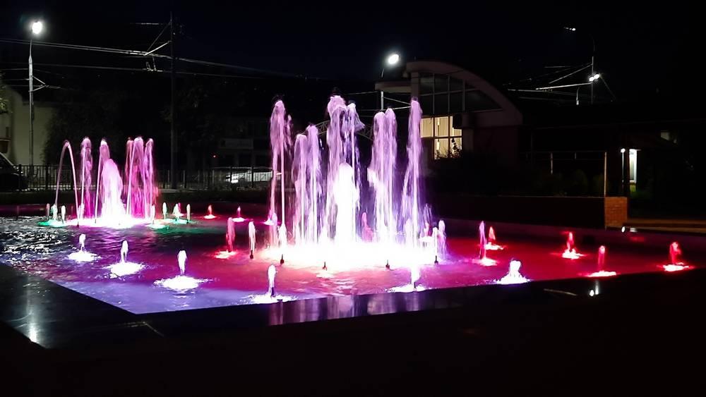 В Брянске сфотографировали сияние нового фонтана в Пролетарском сквере