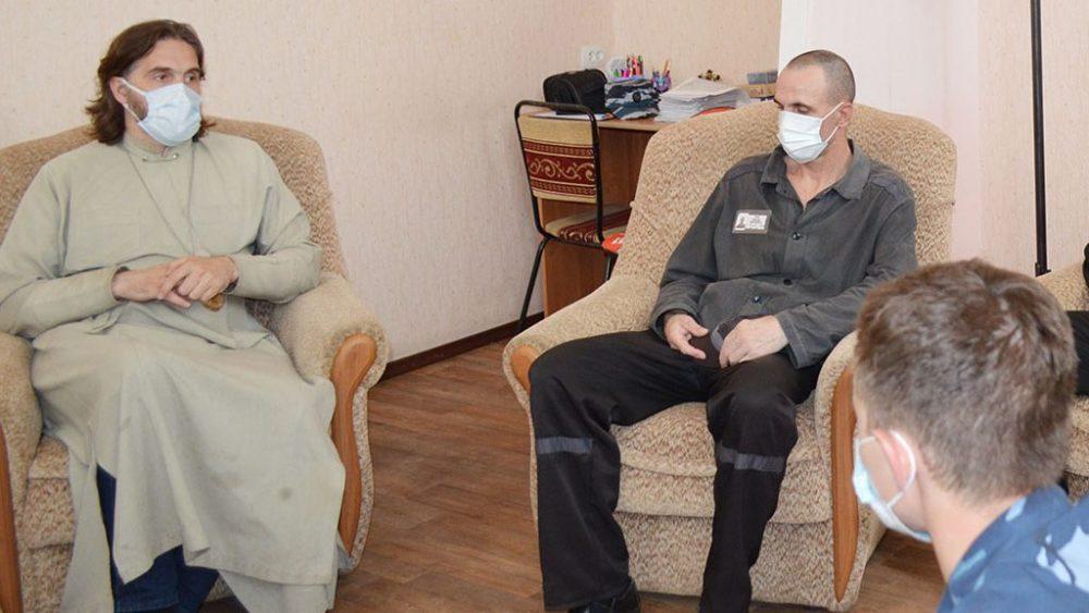 Протоиерей Александр Хомяков и психологи ИК-2 рассказали брянским осужденным о пагубном влиянии наркотиков