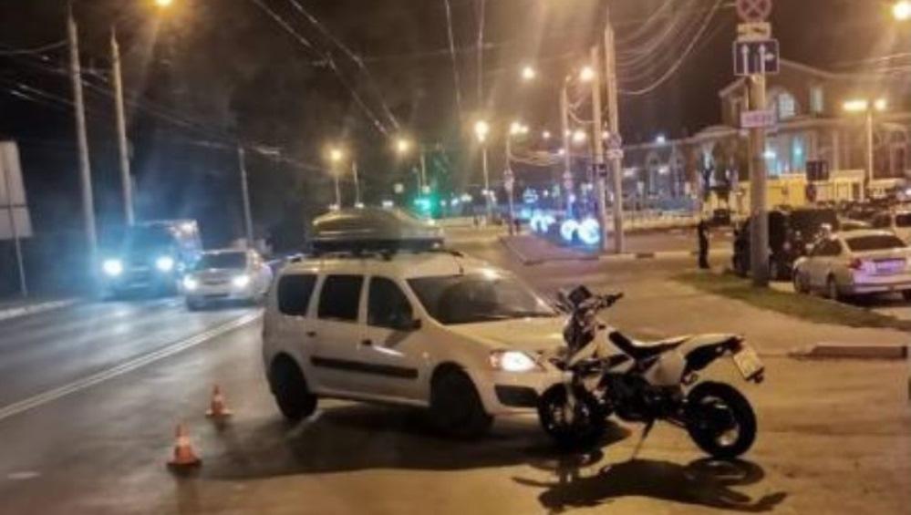 В Брянске на улице Речной Lada врезалась в мотоцикл – ранены два человека