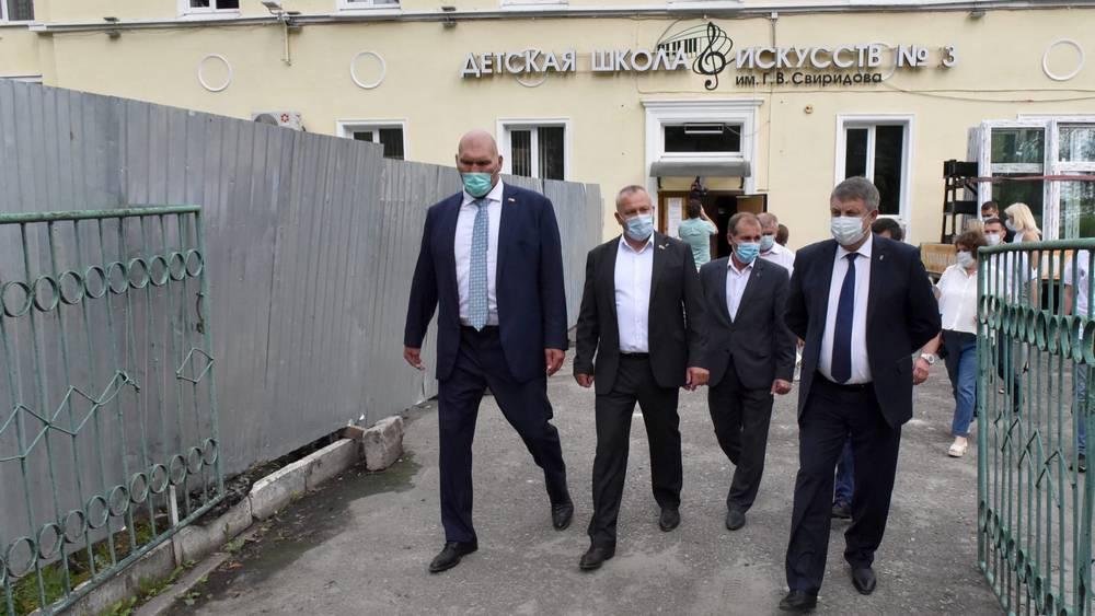 Брянский губернатор проверил строительство здания детской школы искусств