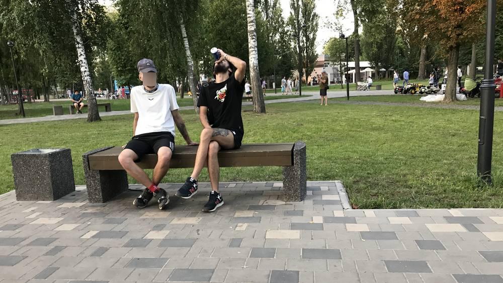 Майский парк Брянска превратился в пивную под зонтиком культуры