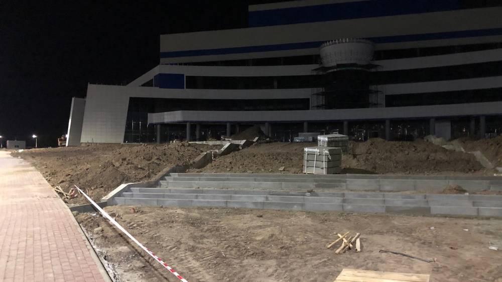 В Брянске начали строить широкие лестницы к новому Дворцу единоборств