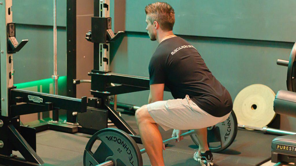 Становая тяга: польза, преимущества и техника выполнения упражнения