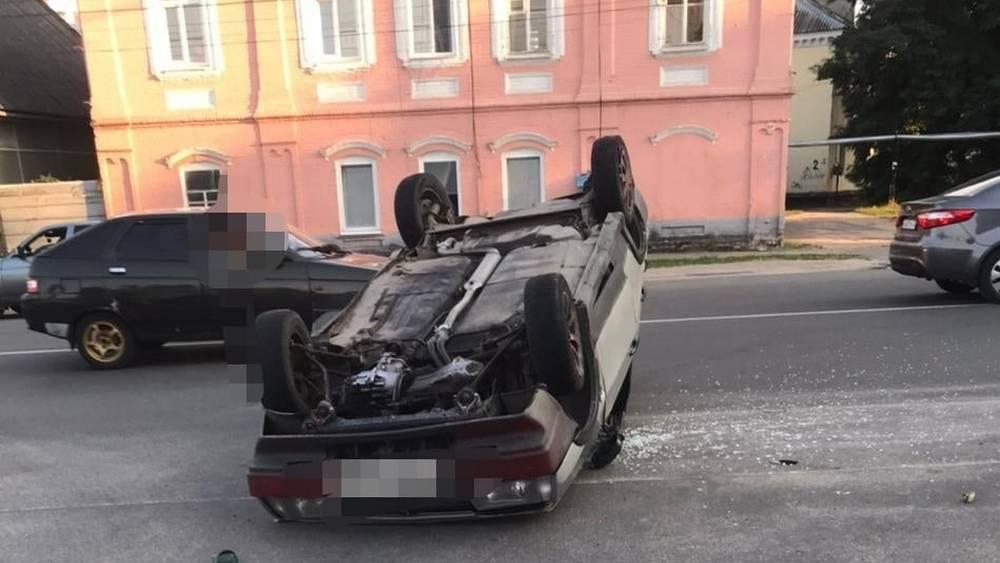 В Новозыбкове проехавший на красный сигнал 20-летний водитель устроил ДТП