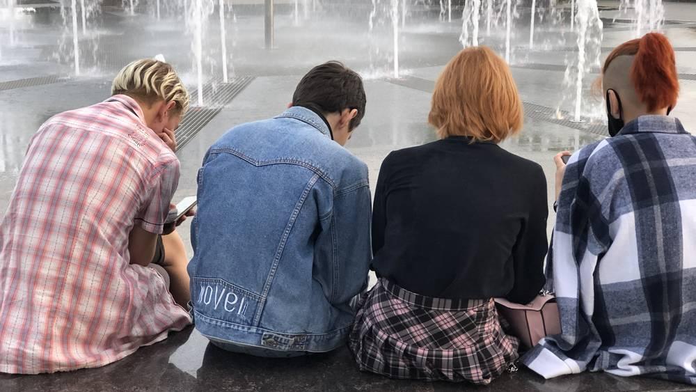 Брянская молодежь променяли жизнь на интернет и телефоны
