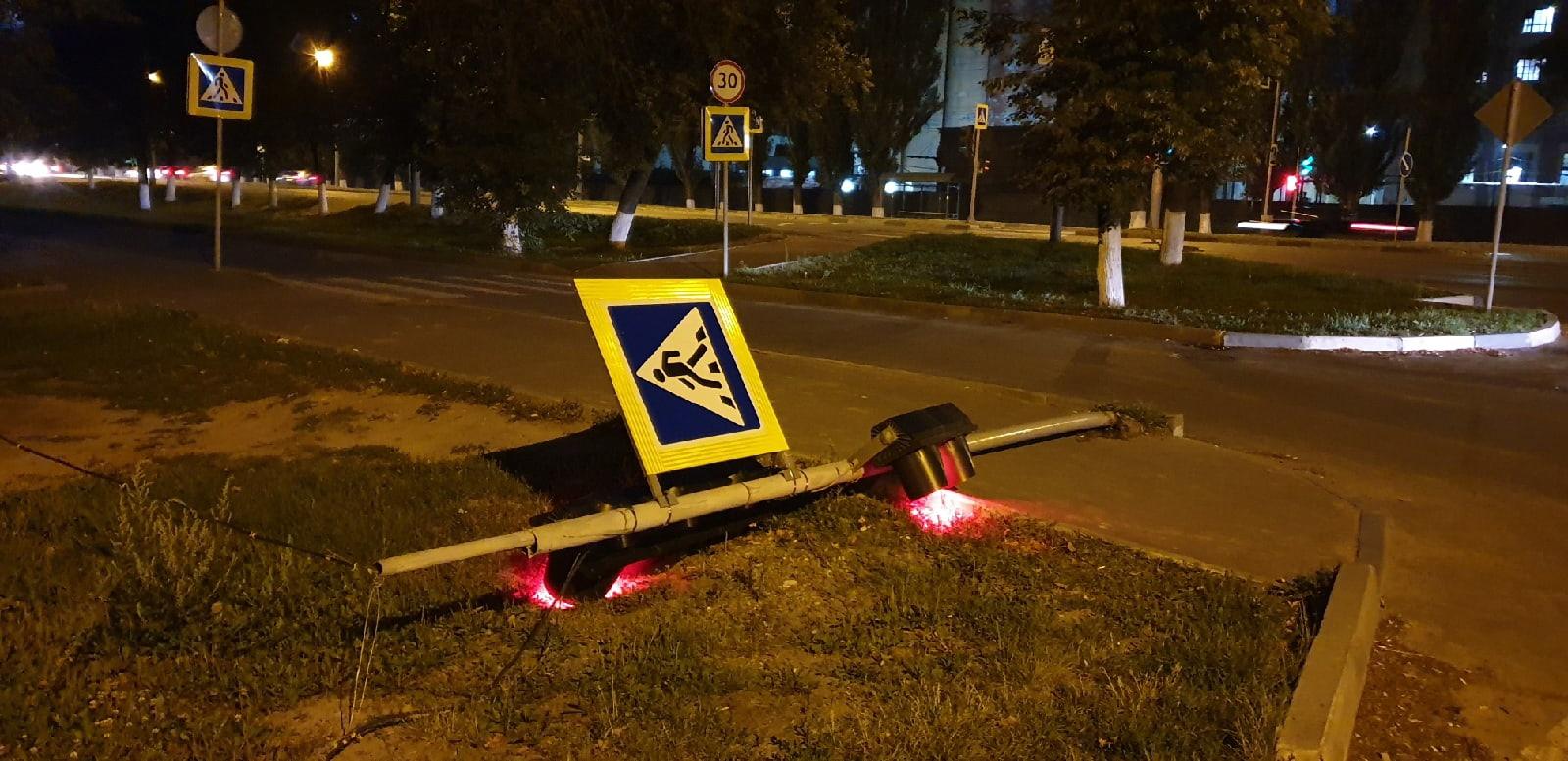 В Фокинском районе Брянска возле «Сельмаша» упал светофор