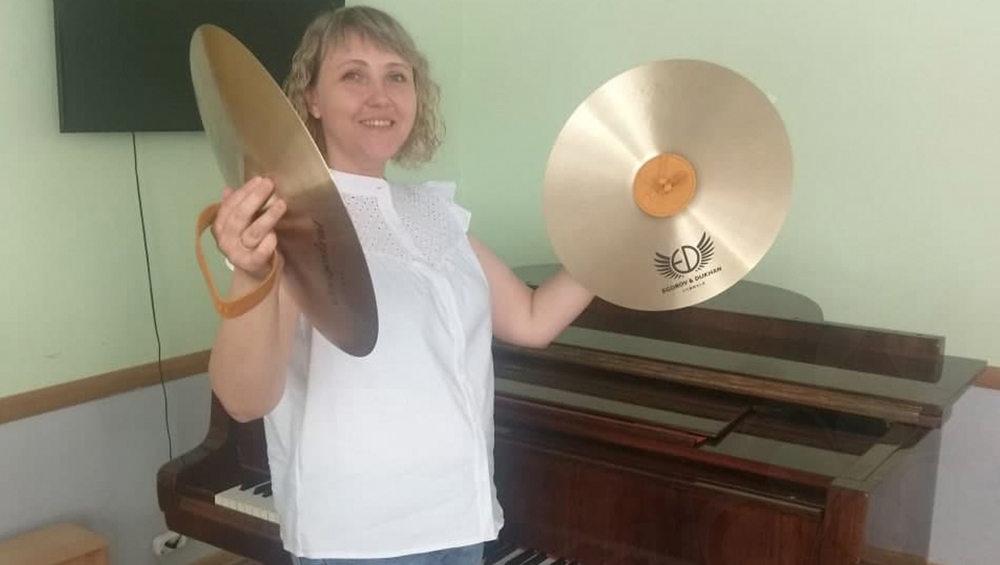 Девять брянских школ искусств получили оркестровые тарелки