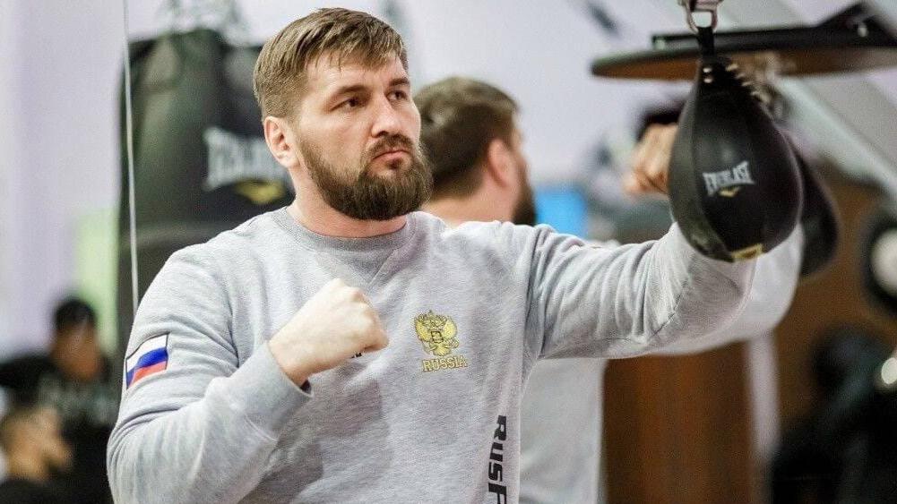 Брянский кандидат в депутаты Минаков начал готовиться к бою с американцем