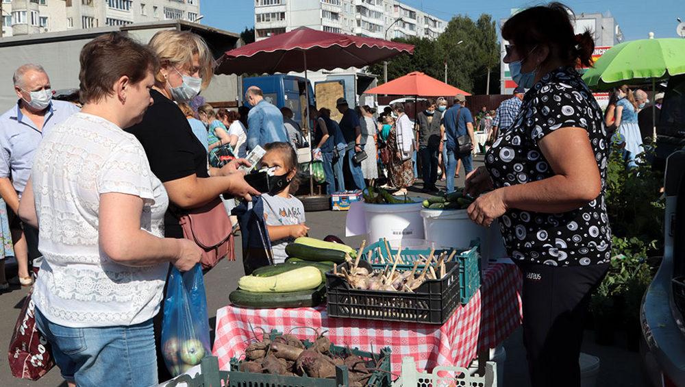 На брянской ярмарке выходного дня продали 5 тонн картофеля и 350 кило меда