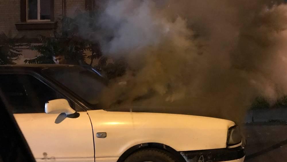 В центре Брянска на улице Урицкого сгорел автомобиль Audi