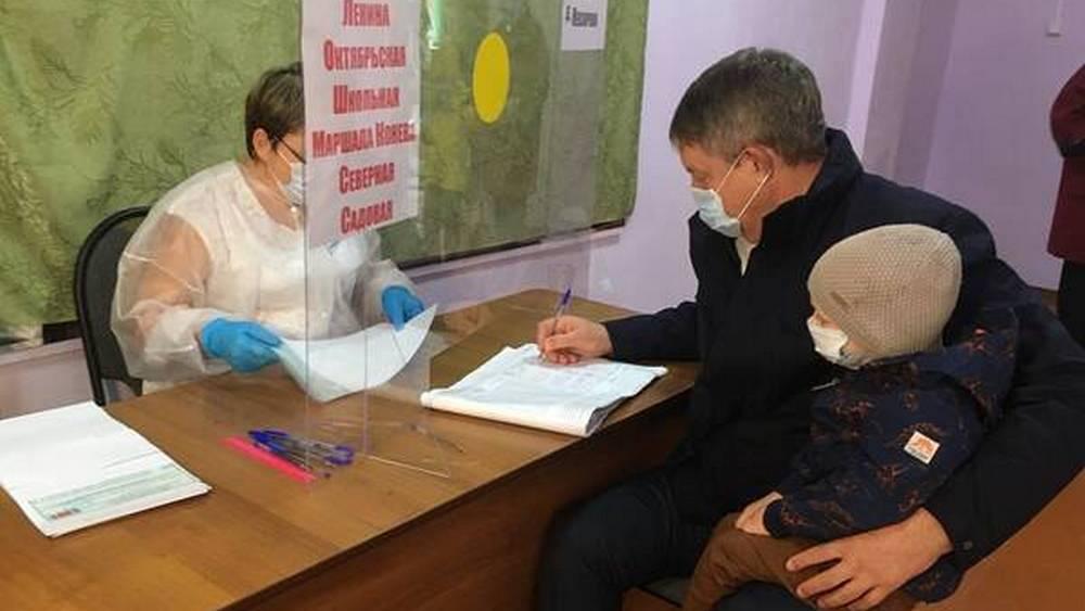 Брянский губернатор Богомаз с семьей проголосовал на выборах депутатов Госдумы