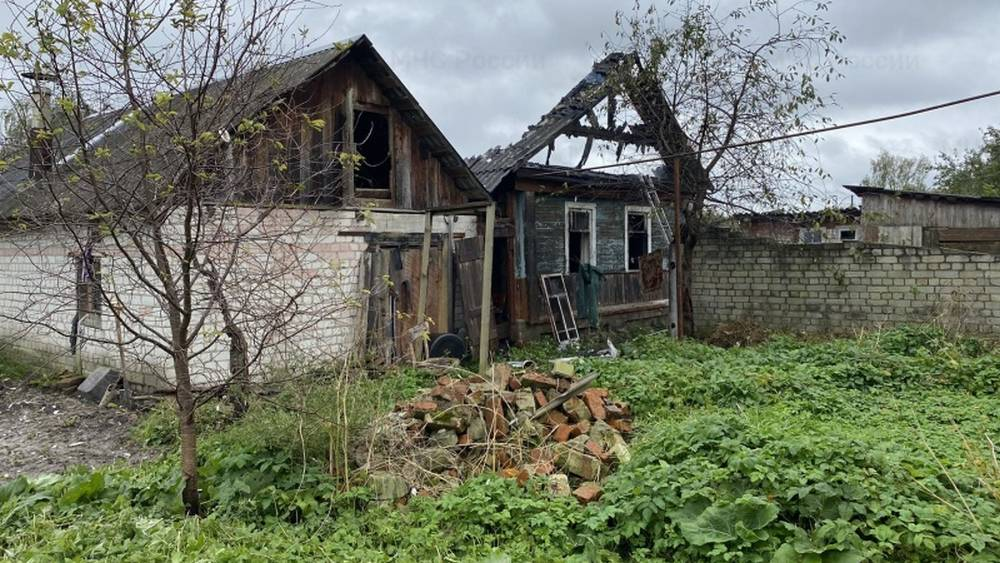 В Почепе Брянской области во время пожара погиб 48-летний мужчина