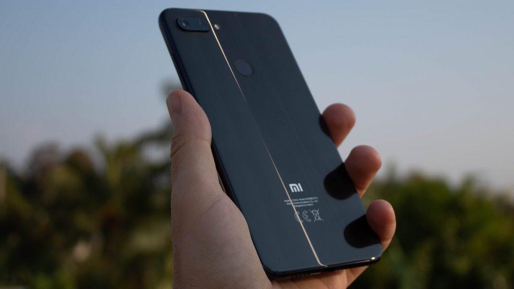 Производитель смартфонов Xiaomi начал блокировать гаджеты в Крыму