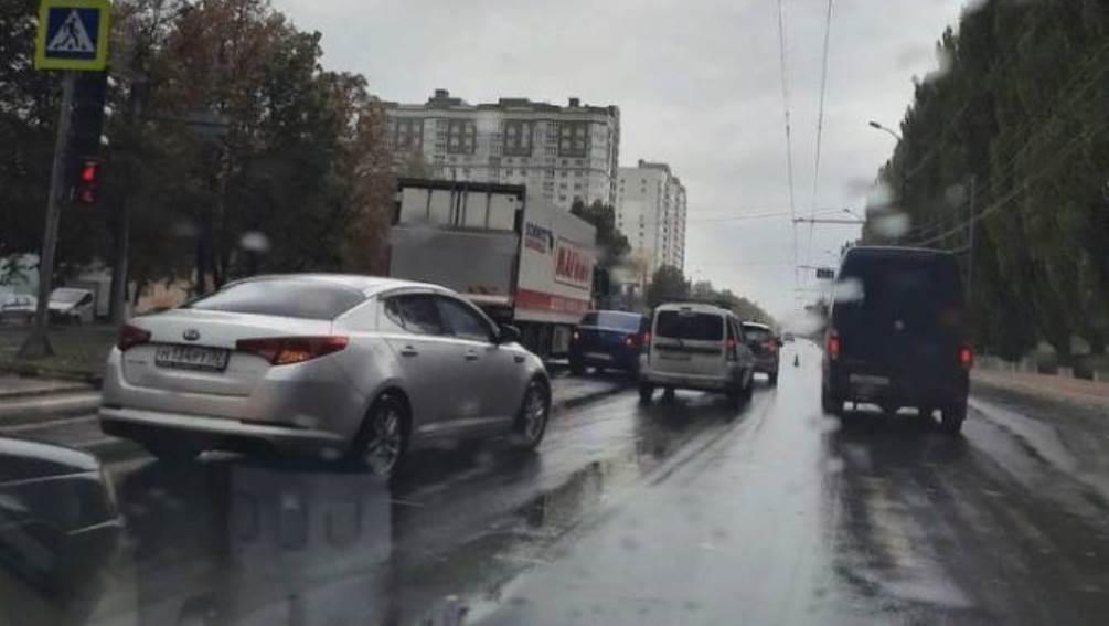 В Брянске на проспекте Московском из-за ДТП образовалась пробка