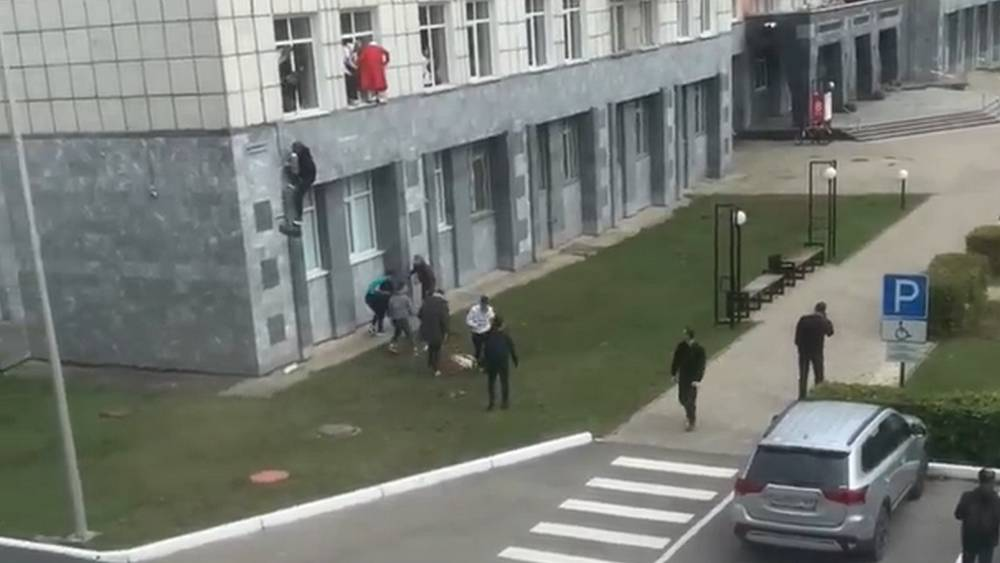 Убившего 6 человек в университете студента ранил сотрудник ДПС