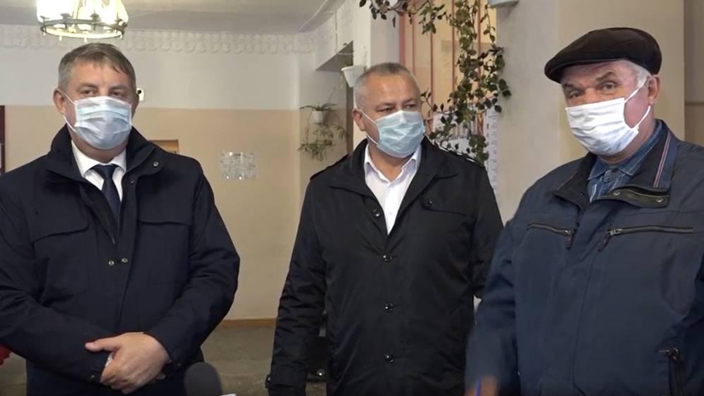 Брянскому губернатору Богомазу коммунисты пожаловались на стулья