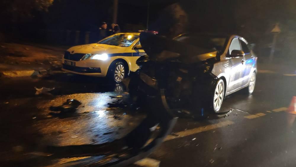 В Володарском районе Брянска после ДТП перевернулся автомобиль