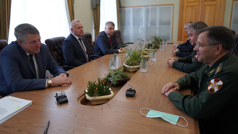 Брянский губернатор Богомаз встретился с новым командующим Росгвардией округа