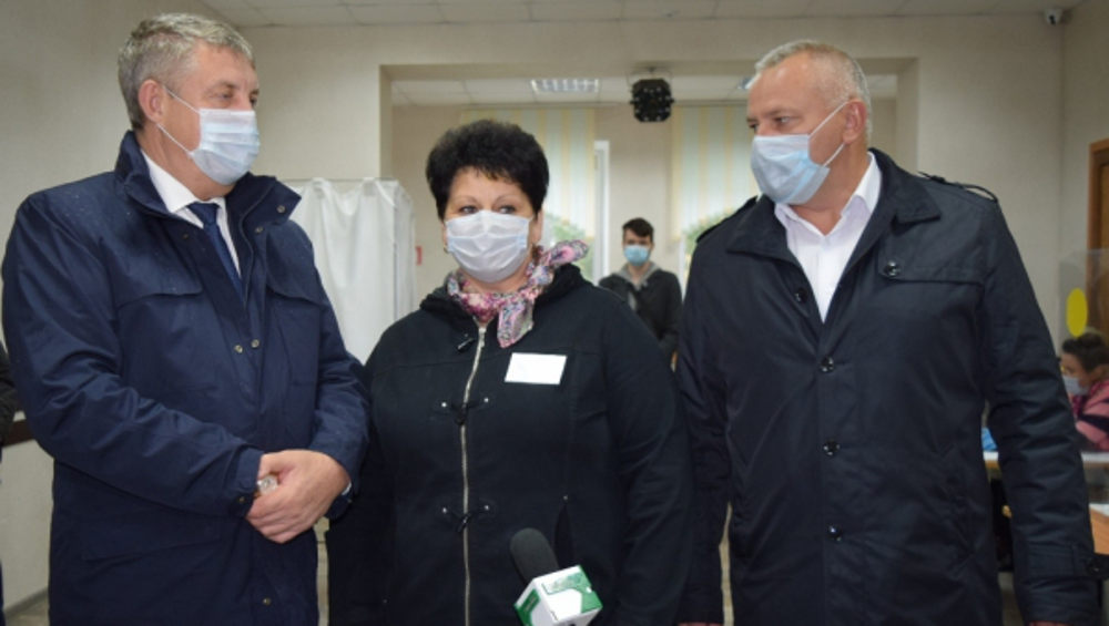 Брянский губернатор Богомаз посетил избирательные участки в районах области