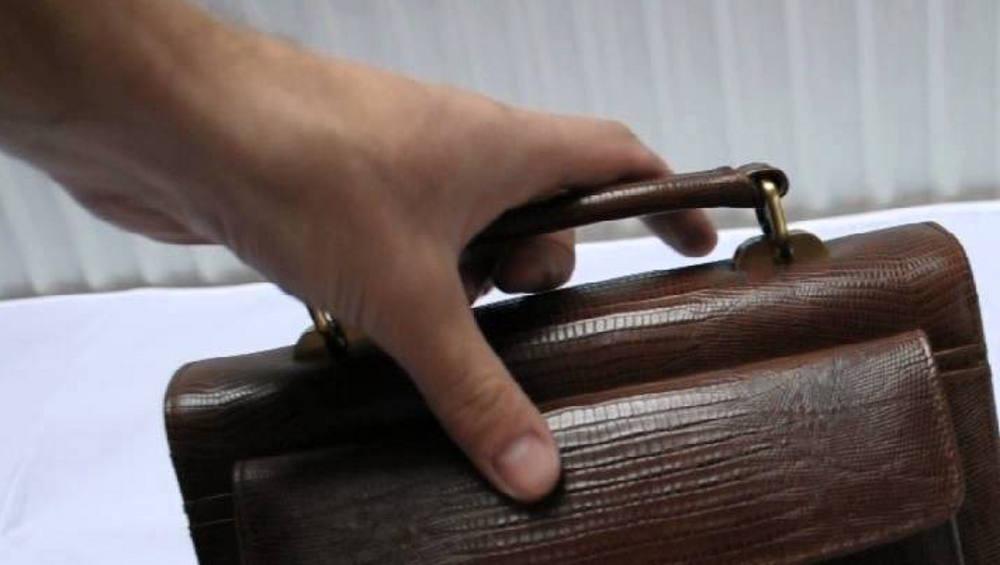 У жителя Брянска в поликлинике украли борсетку с банковской картой