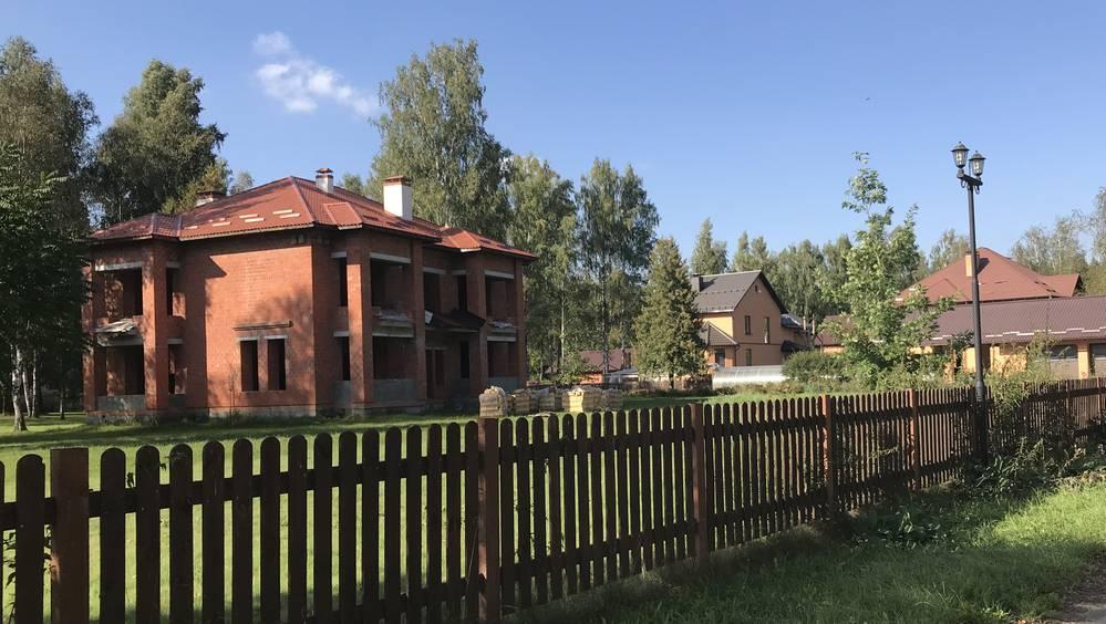 В закрытом поселке возле брянского монастыря зашевелились «отшельники»