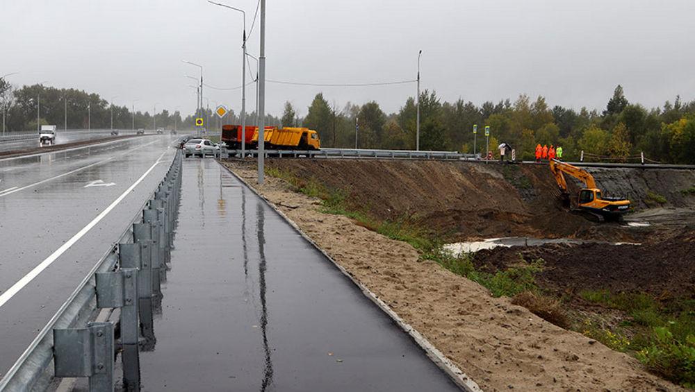 В Брянске разрушенную ливнями новую дорогу укрепят геосеткой