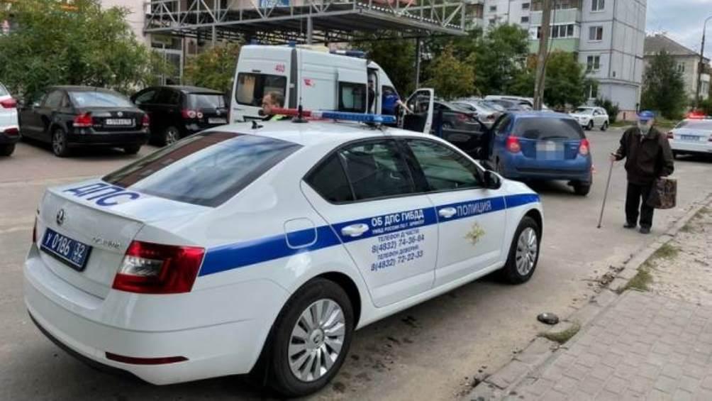 В Брянске на улице Гоголя легковой автомобиль сбил пенсионерку