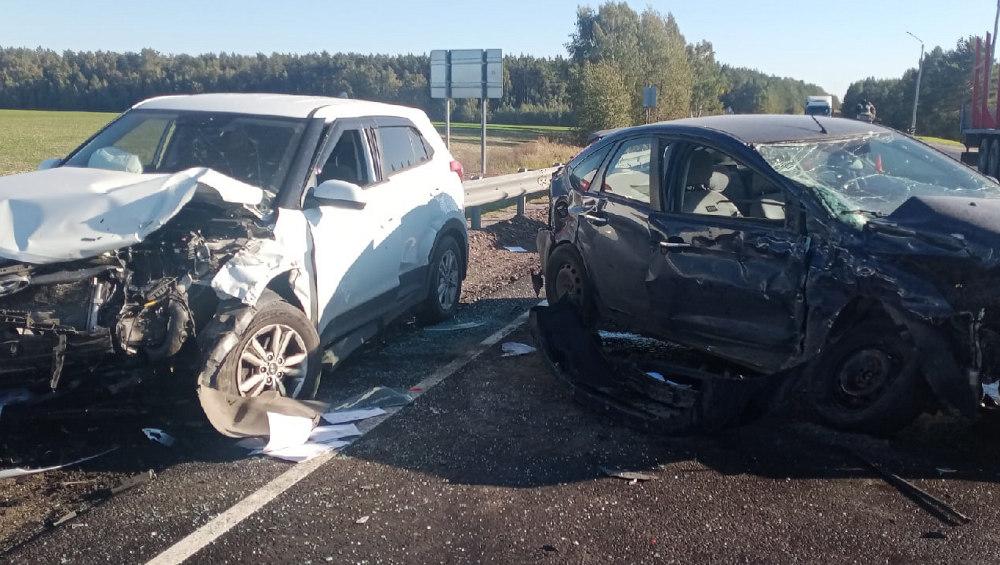Возле Локтя на автотрассе при столкновении два легковушек пострадал ребенок