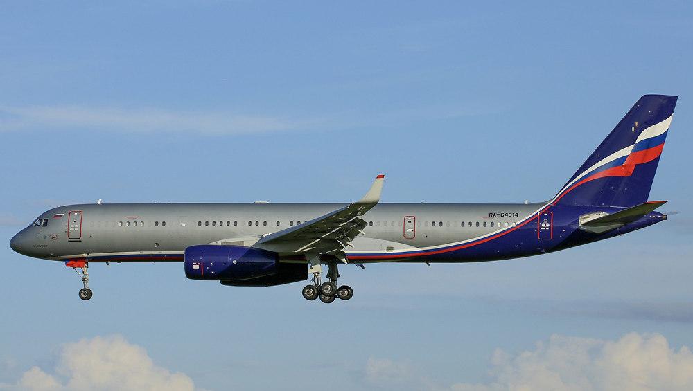 В аэропорт «Брянск» прилетел из Москвы самолет министра Ту-204