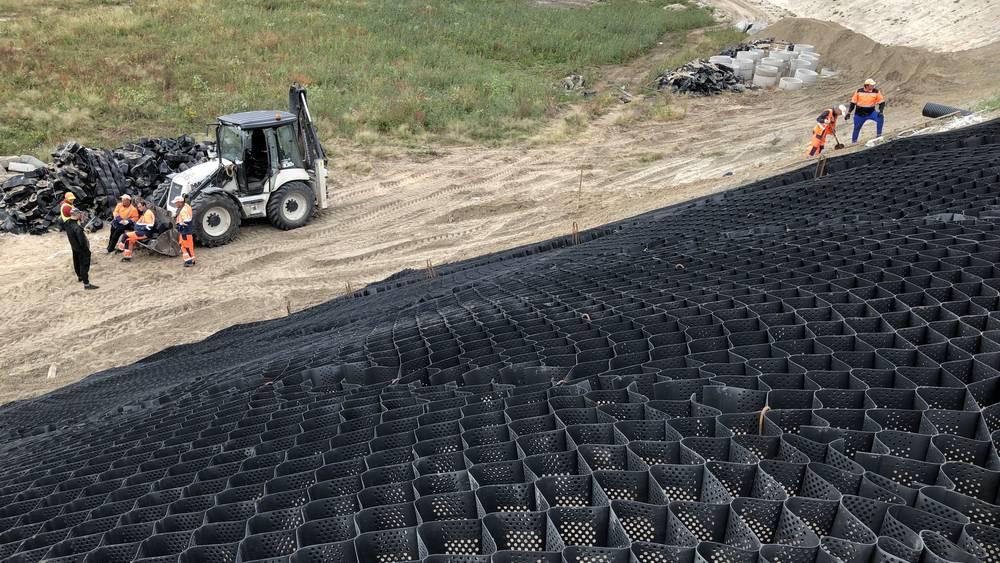 В Брянске начали укреплять склоны насыпи новой дороги от вокзала до Metro