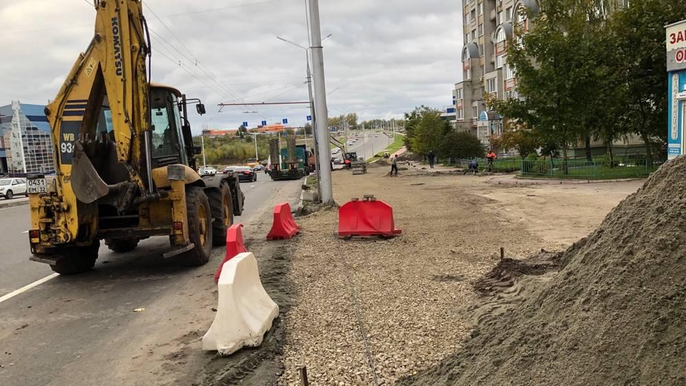 В Брянске началось строительство автостоянки на Авиационной улице