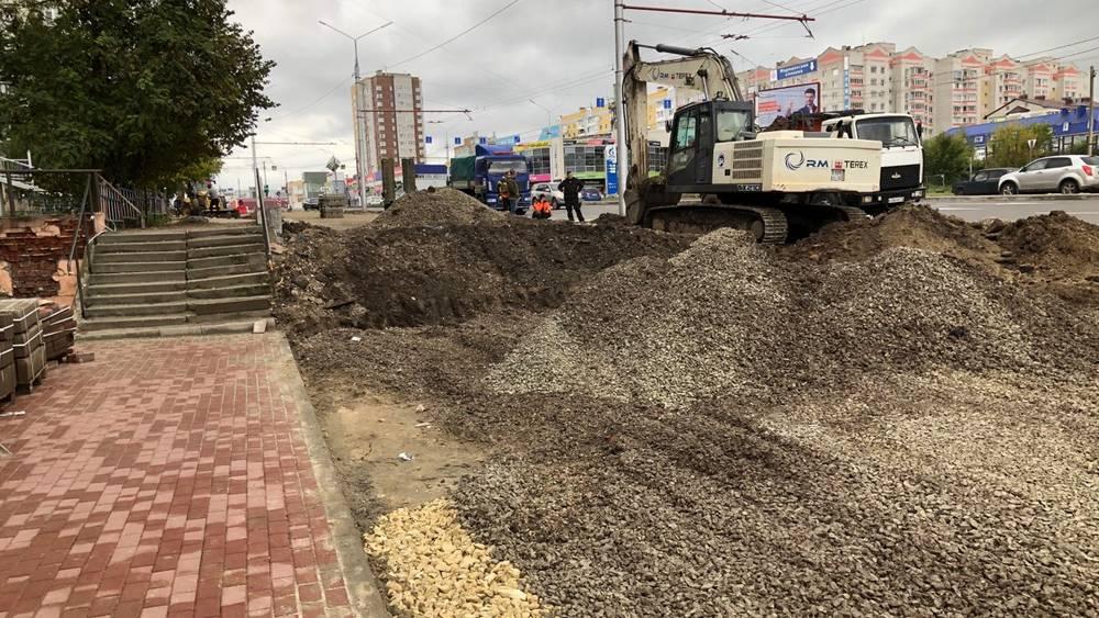 В Брянске начали строить широкий тротуар на Авиационной улице