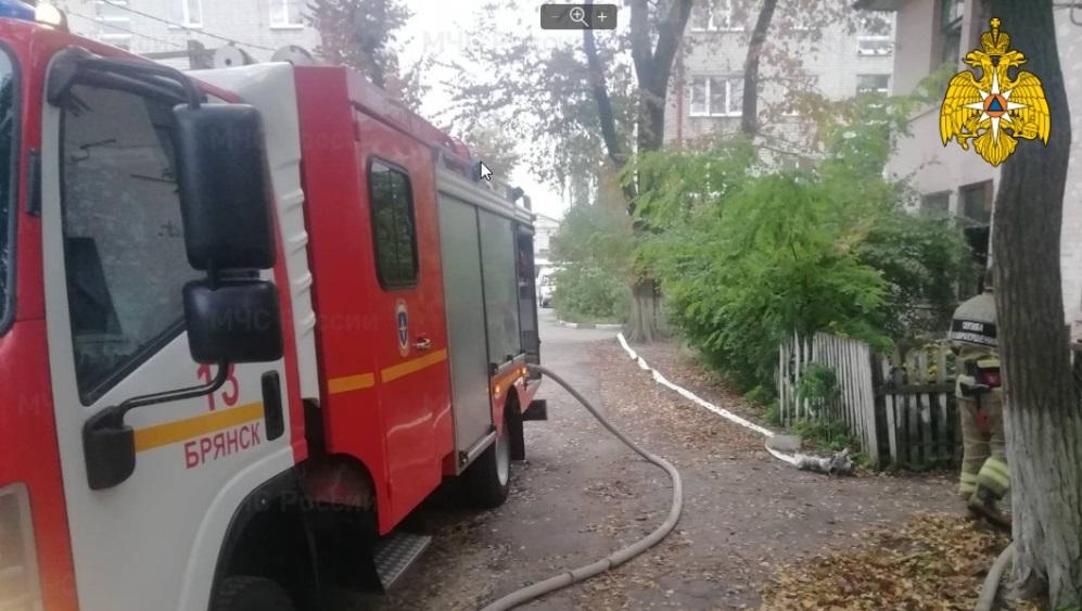 В Брянске из горевшего дома на улице 22-го Съезда эвакуировали 3 человек