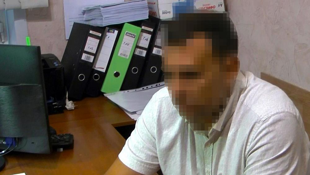 В Брянске ФСБ задержала за взятку в 90 тысяч рублей сотрудника Ространснадзора