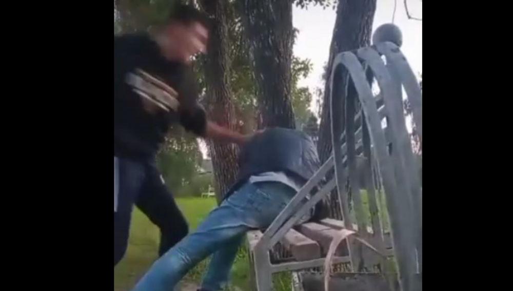 В Новозыбкове объявился избивающий всех уличный хулиган Манвел