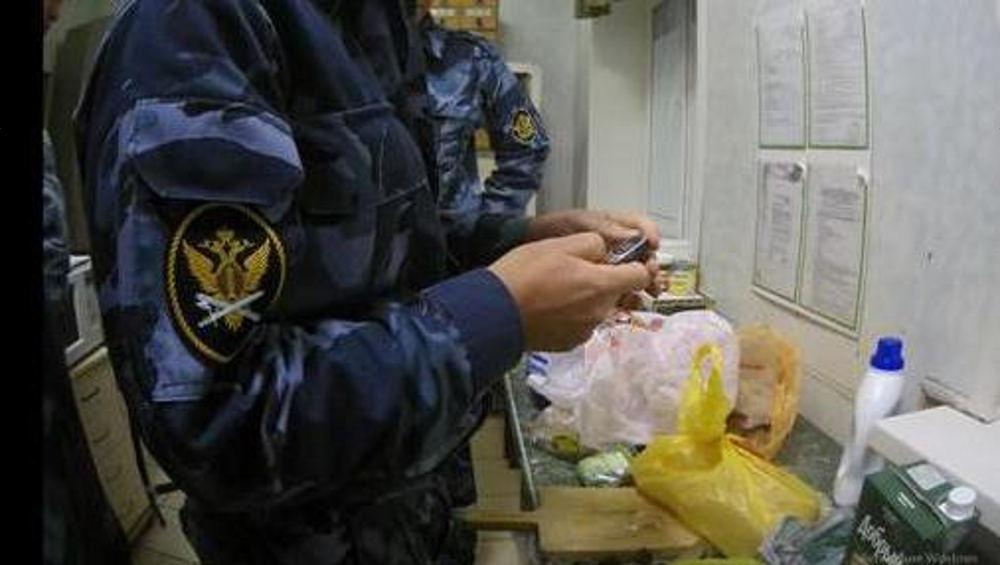 В брянском СИЗО заключенному передали телефон в коробке из-под сока