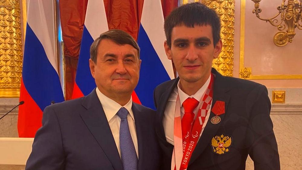 Брянский паралимпиец Калашян получил орден «За заслуги перед Отечеством»