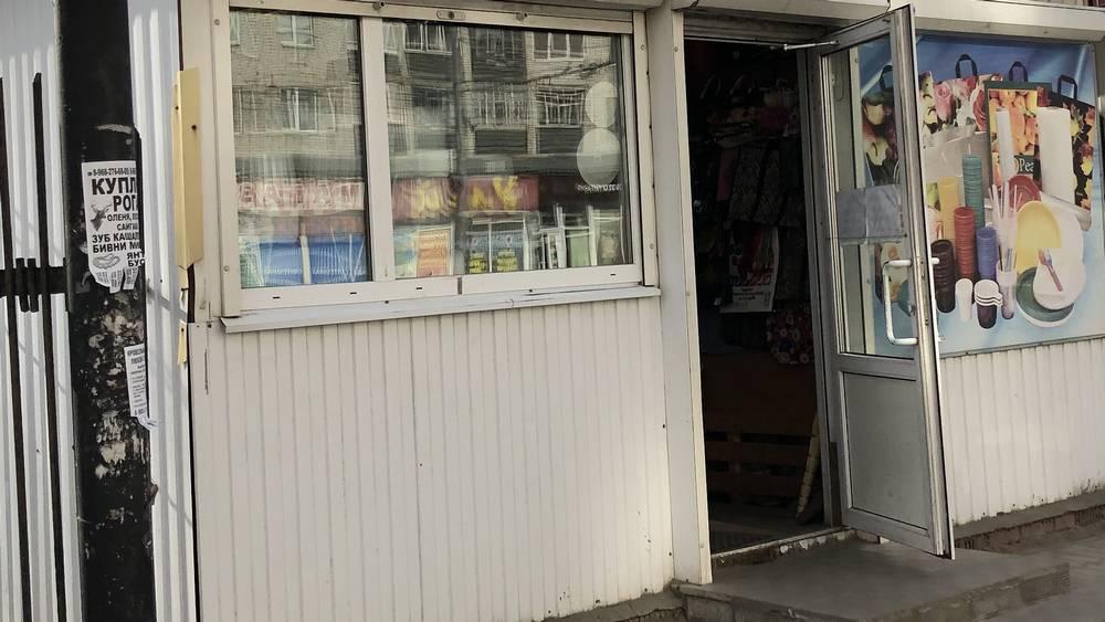 В Брянске по решению горсовета снесут цветочный павильон и летнюю площадку кафе