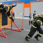 Брянские пожарные испытали себя в буксировке 5-тонного автомобиля