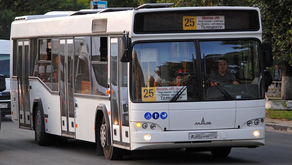 Брянцам предложили стать водителями автобусов за 35 тысяч рублей