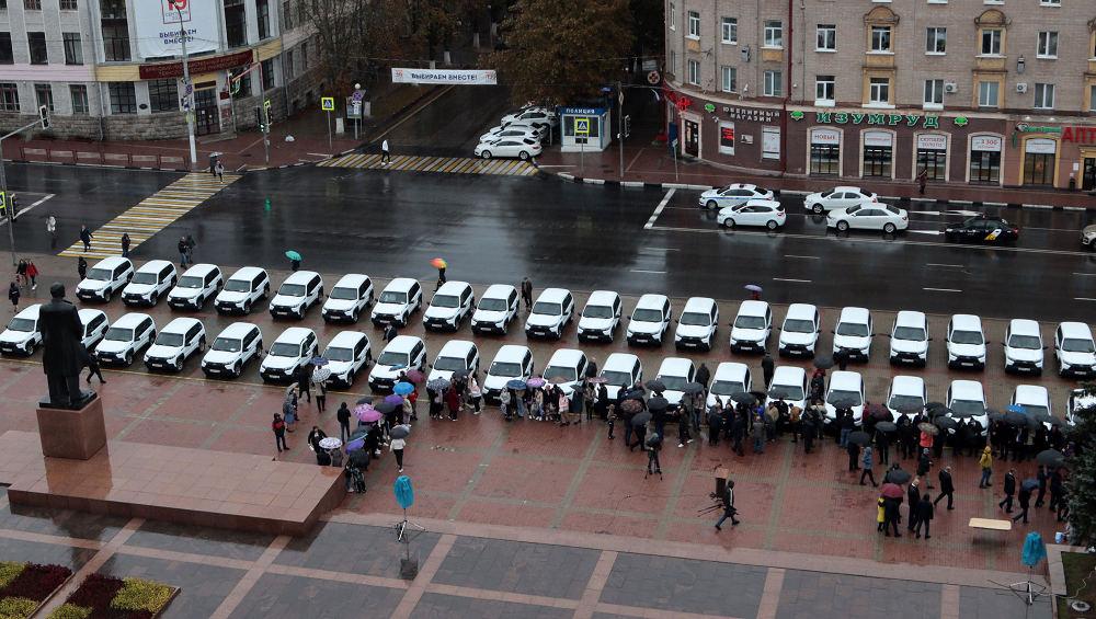 Больницам Брянской области передали 42 автомобиля «Лада Нива»