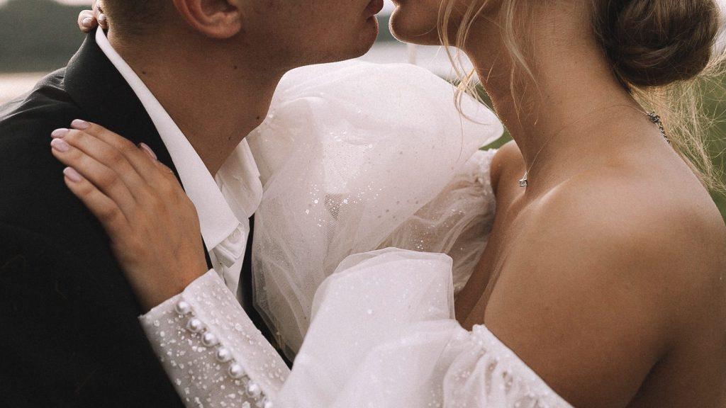 «Ее убили фейки»: молодая невеста погибла от коронавируса