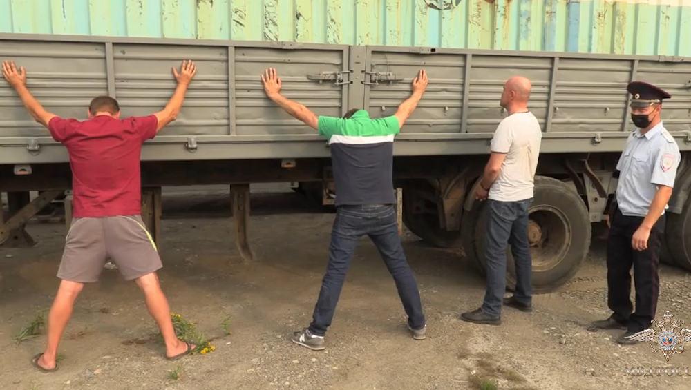 В Брянске задержали очередных похитителей дизтоплива из трубопровода