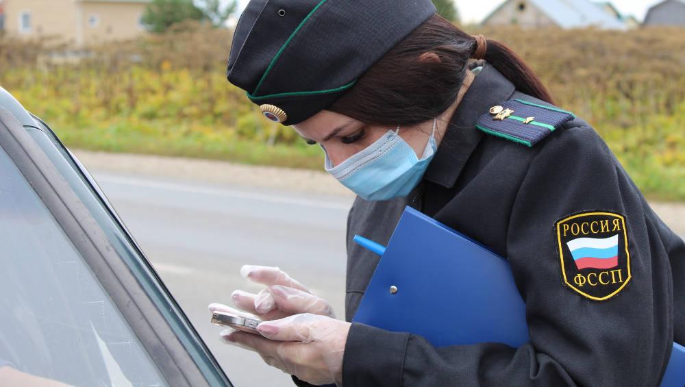 Автомобиль жителя Брянска арестовали за неоплаченные 44 штрафа