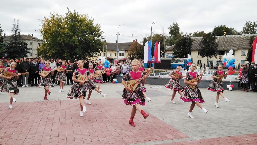 В Брянске открыли отремонтированный за 31 млн рублей Пролетарский сквер